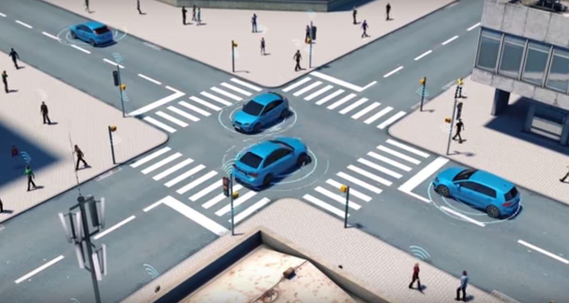 Коммуникация между автономными автомобилями для безопасности движения