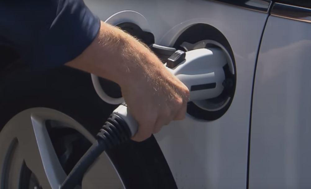 Эволюция автомобильной зарядки популяризует электромобили