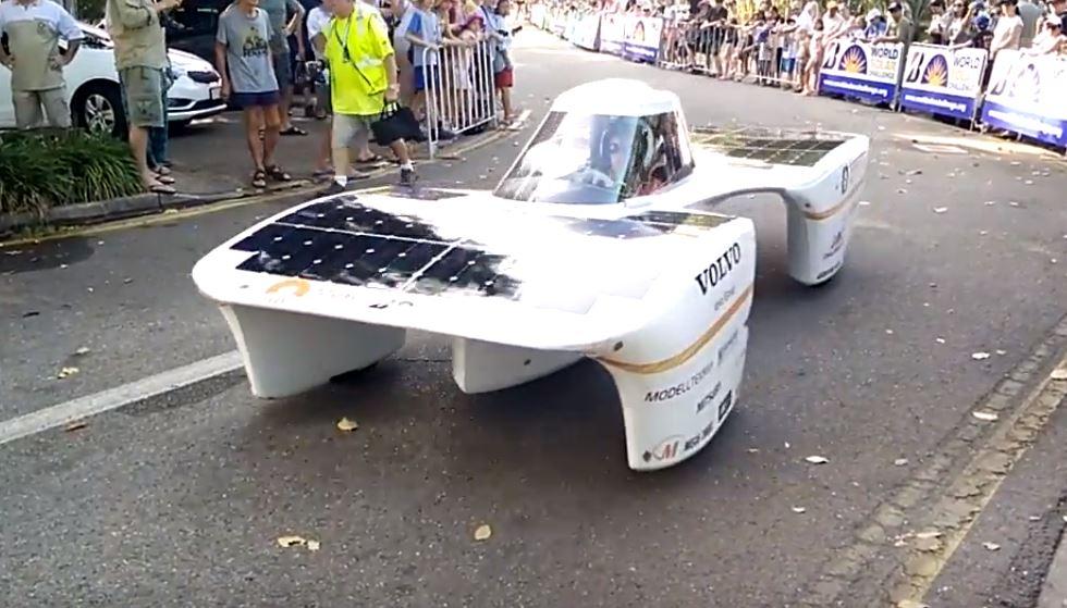 Один из электромобилей представленных на World Solar Challenge