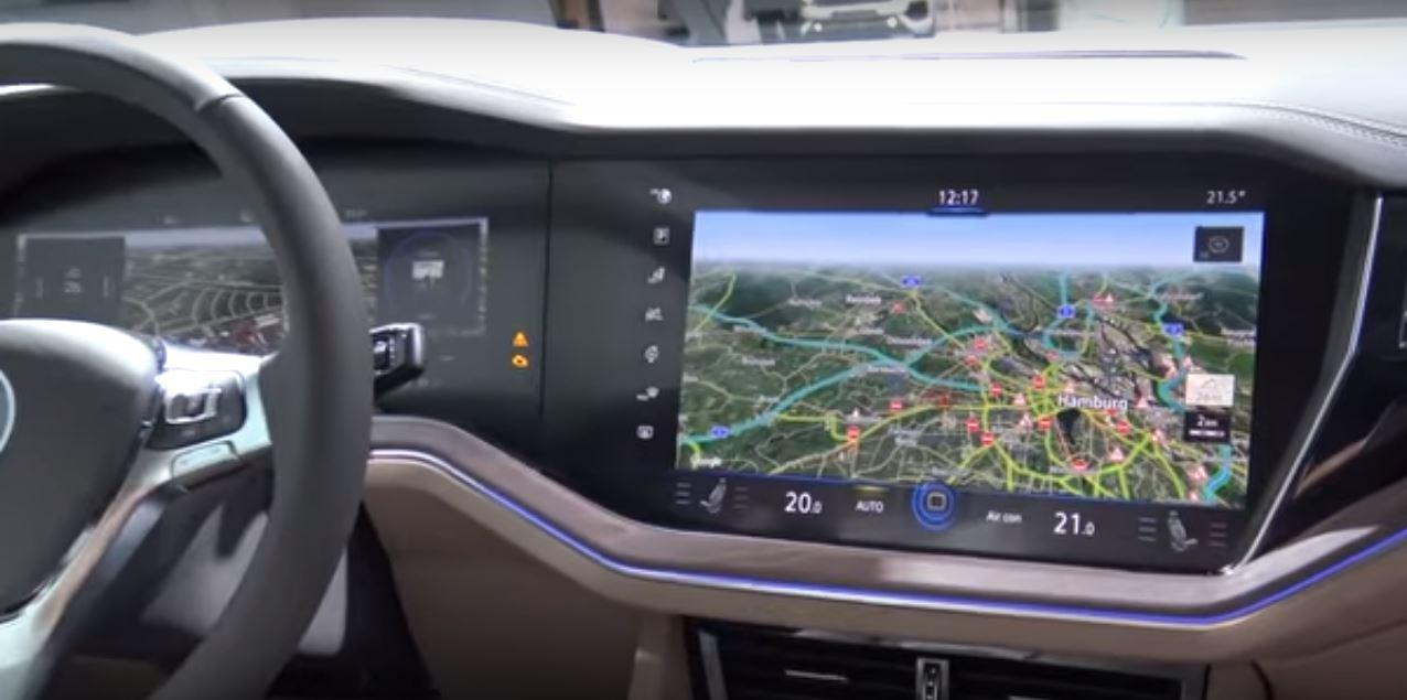 Bosch создает и внедряет первые изогнутые приборные панели для автомобилей