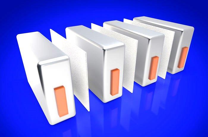 Следующая лучшая форма защиты от теплового разгона помещает защитный материал между батарейными модулями