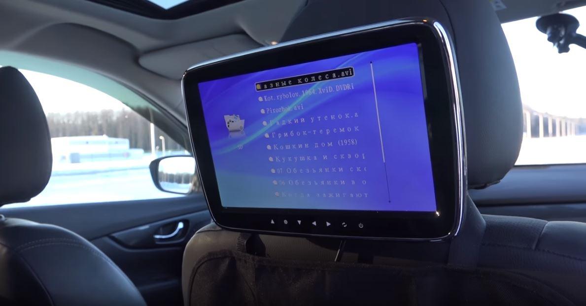 Использование автомобильных дисплеев не только для навигации но и для развлечения пассажиров