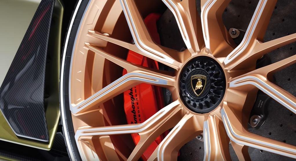 Добавление гибридного двигателя в новый Lamborghini Sián позволяет увеличить мощность бензинового двигателя до рекордного в серии Lamborghini