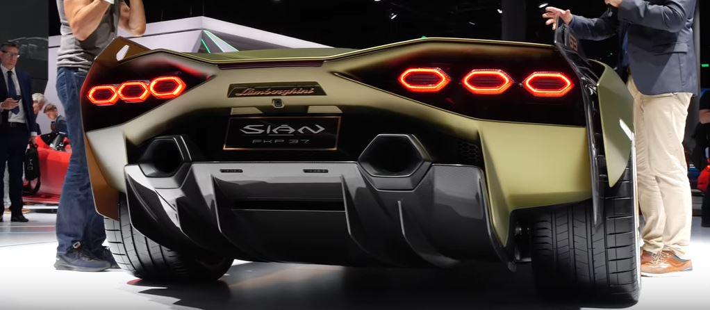 Появление гибридного привода в автомобиле Lamborghini Sián позволило уменьшить скорость разгона автомобиля от 0 до 100 км/ч до 2,8 секунды
