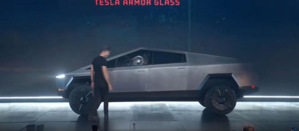 Не бьющиеся стекла от Tesla на ее новом электропикапе Cybertruck