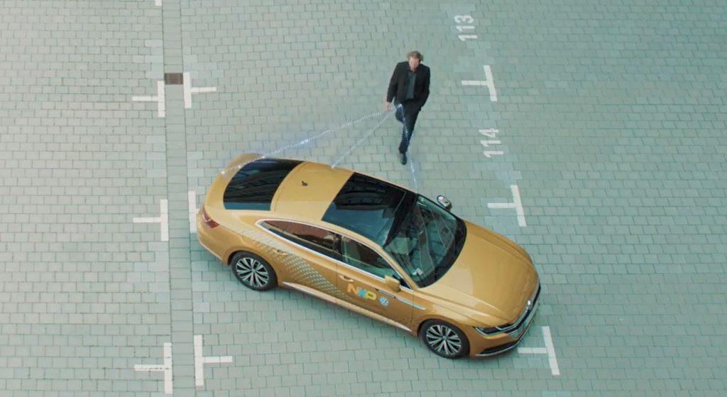 Новый чип использующий сверхширокополосные волны от NXP может сделать управление автомобилем полностью беспроводным