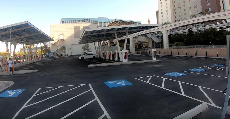 Новая зарядная станция Tesla Supercharger V3 способна зарядить электромобиль всего за 15 минут