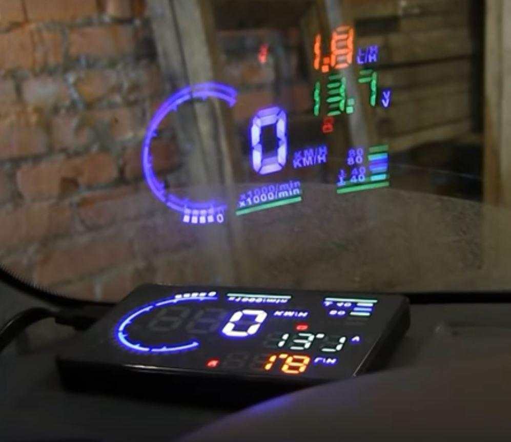 Автомобильный дисплей с проекцией на лобовое стекло