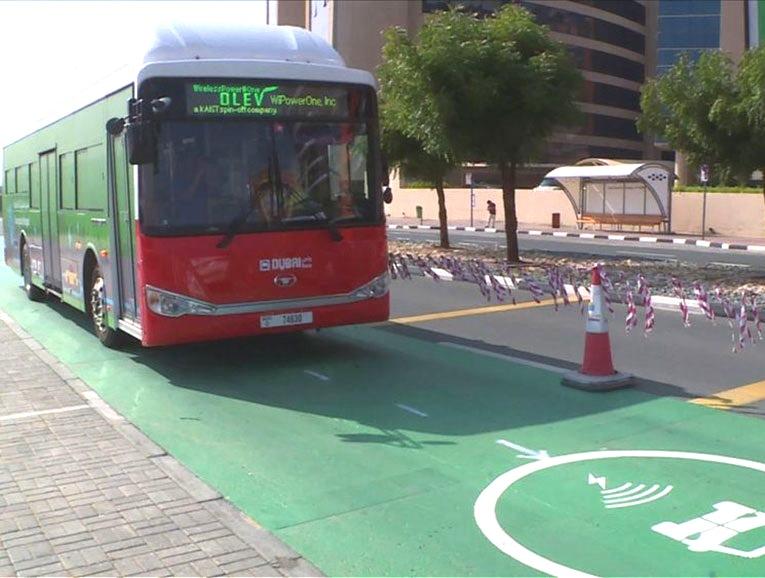 Управление автомобильных дорог и транспорта (RTA) Дубая начало пробный запуск динамической зарядки электромобилей и автобусов с использованием магнитно-резонансной технологии беспроводной зарядки