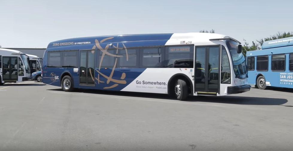 Начался этап тестирование беспроводной зарядки для электромобилей встроенной в дорогу в Дубае. Можно ли это сравнить с контактной сетью троллейбусов?