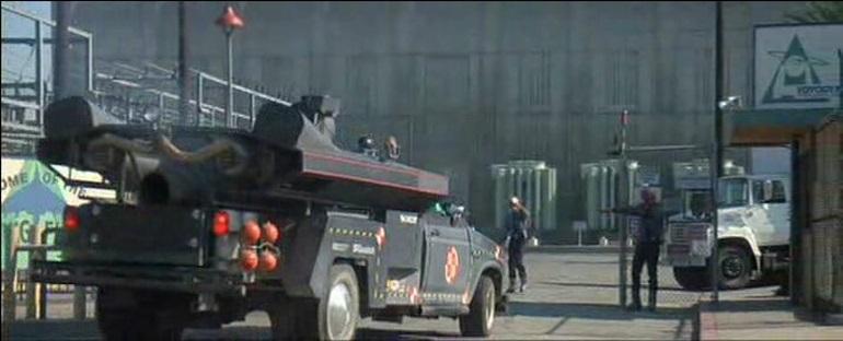 Повторные наблюдения прототипа Cybertruck за пределами завода Тремлы в Фремонте и на остановках местных грузовиков дали первые подсказки о том, что в работе может быть автомобиль с двигателем ICE