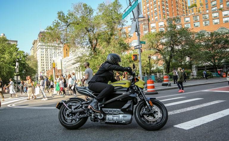 Полностью электрический мотоцикл Livewire от Harley-Davidson проезжает 235 км за одну зарядку