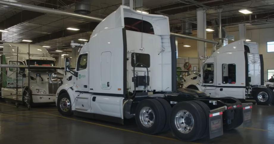 Автономные грузовики выезжают на дороги общего пользования
