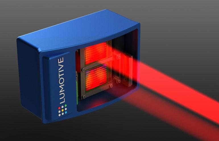Система LiDAR от Lumotive содержит два LCM. Лазерный луч передается сверху и получает отражение снизу