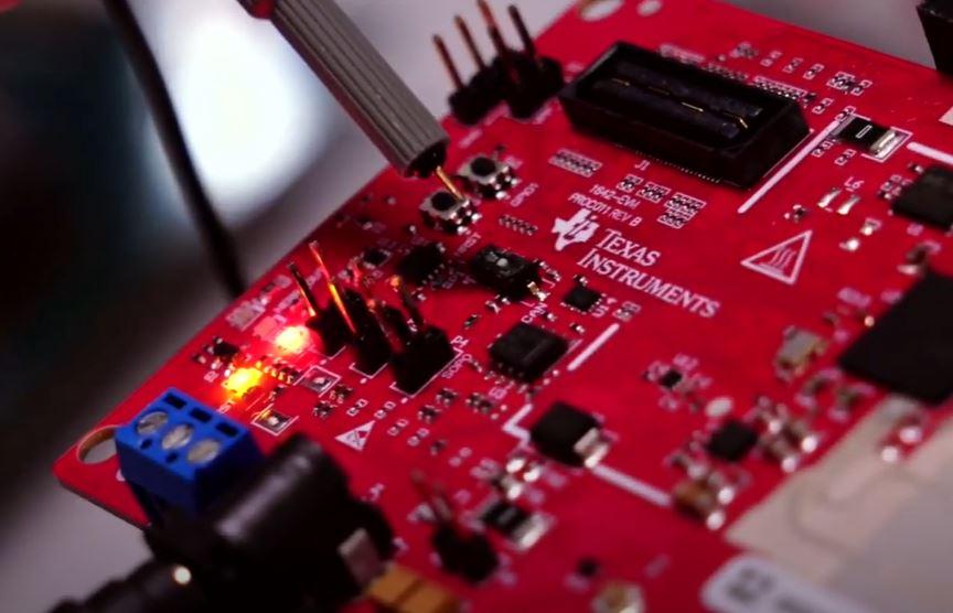 TPS2HB50-Q1 от Texas Instruments позволяет улучшить контроль процессов перегрузки и КЗ у современного авто