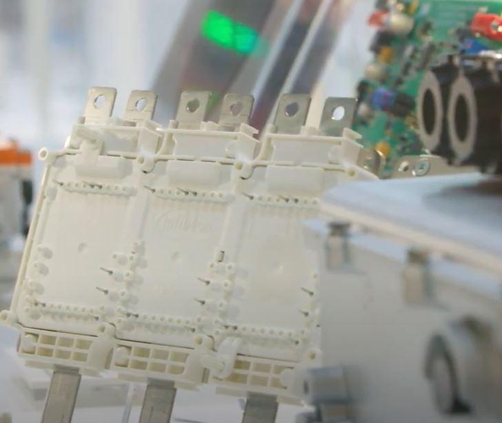 Новый HybridPACK DC6i от Infenion позволит повысить мощность электромобилей