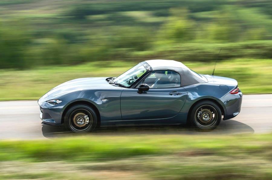 mazda mx 5 sport имеет быстрый разгон не смотря на объем двигателя всего полтора литра