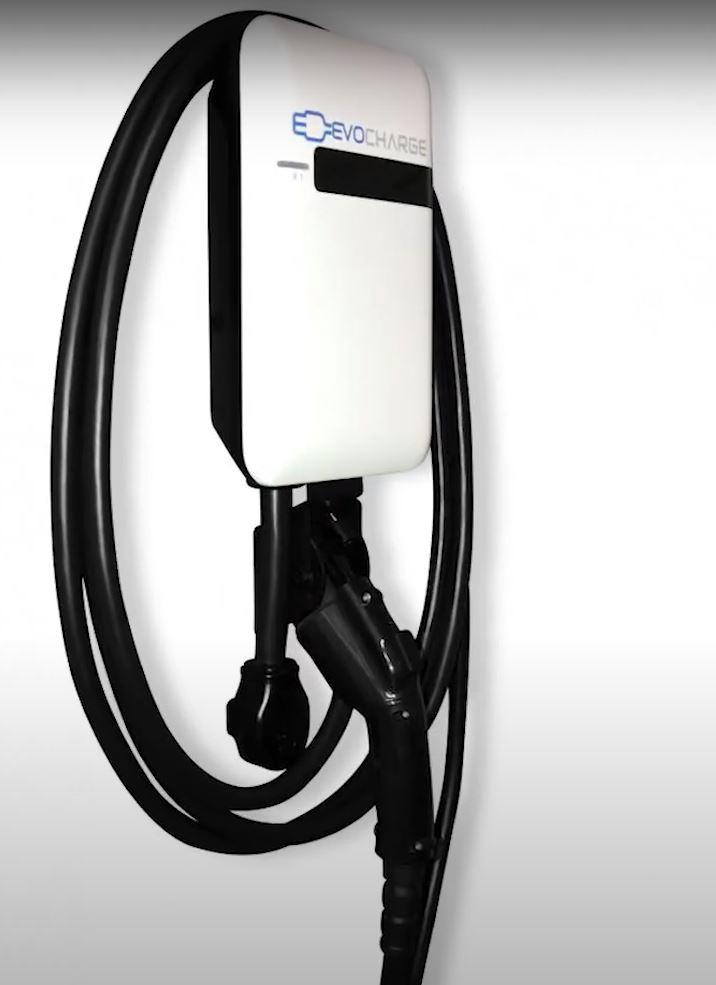 Некоторые водители электромобилей покупали персональные зарядные станции для своих авто, но что делать тем у кого нет гаража