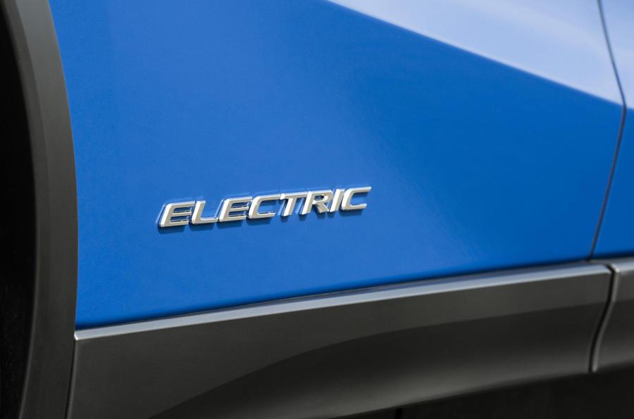 Lexus UX300e 2020 имеет не слишком большой запас хода и быстрое ускорение по сравнению с его прямыми конкурентами