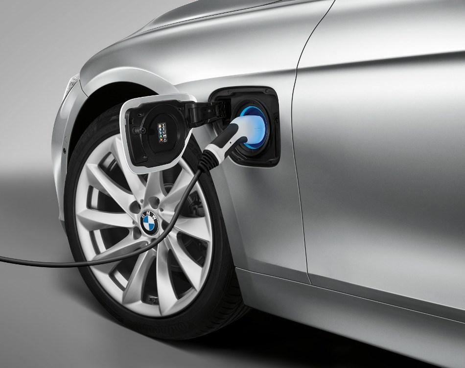 BMW 330e PHEV зарядка от сети